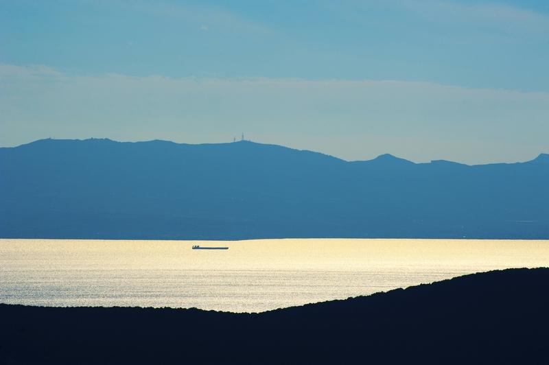 Ship-silhouette-in-sunset-893215388_2126x1414.jpeg