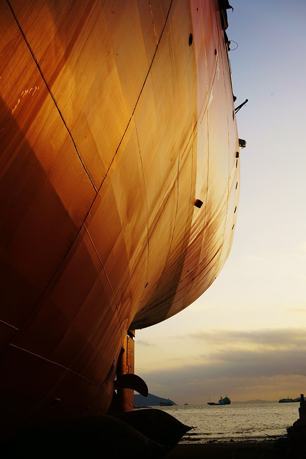 ship-dry-dock-side-profile@small.jpg